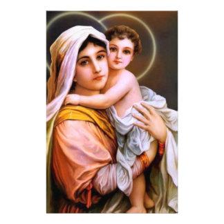 ベビーイエス・キリストを持つ新しい母メリー 便箋