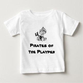 ベビーサークルの海賊 ベビーTシャツ