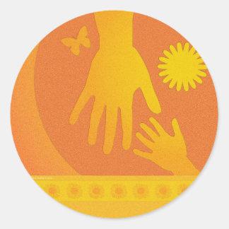 ベビーシッターは黄橙色を渡します ラウンドシール