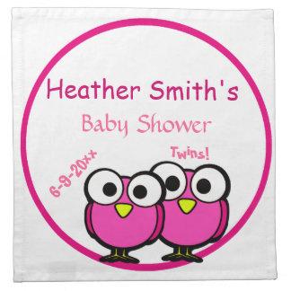 ベビーシャワーの双生児がある愛らしいピンクのフクロウのお母さん ナプキンクロス