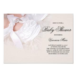 ベビーシャワーの招待、白いベビー靴 12.7 X 17.8 インビテーションカード