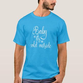 ベビー冷たい外のクリスマスの休日のTシャツ Tシャツ