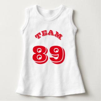 ベビー|のスポーツのジャージーの白く及び赤いデザイン ドレス