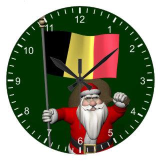ベルギーの旗を持つサンタクロース ラージ壁時計