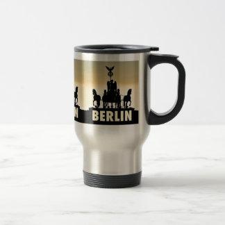 ベルリンのQuadriga 02.1.3.T.Rブランデンブルク門 トラベルマグ