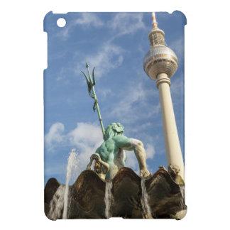 ベルリン、ドイツのFernsehturmそしてNeptunbrunnen iPad Mini カバー