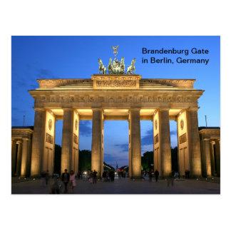 ベルリン、夜のドイツのブランデンブルク門 ポストカード