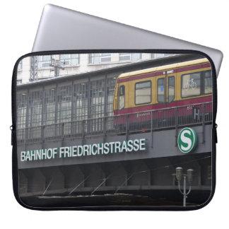 ベルリンFriedrichstrasseの場所 ラップトップスリーブ