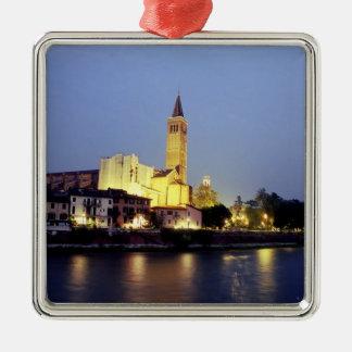 ベロナ、イタリアのSant'Anastasiaの教会 メタルオーナメント