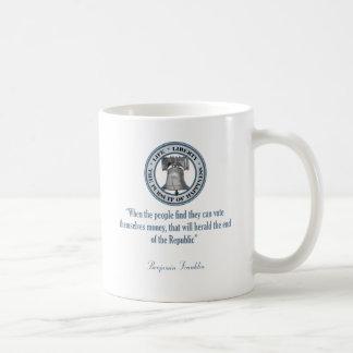 ベンジャミン・フランクリンの引用文(お金) コーヒーマグカップ