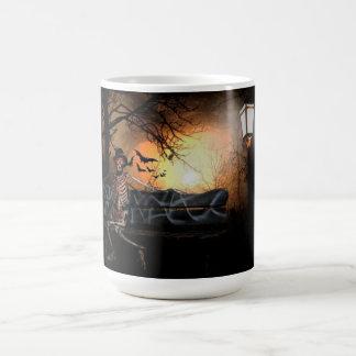 ベンチのハロウィンのマグか骨組 コーヒーマグカップ