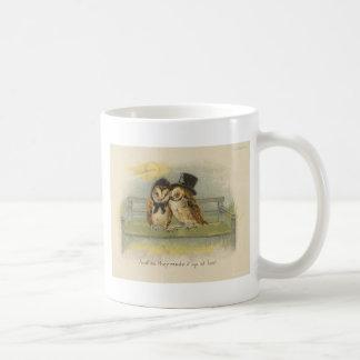 ベンチのフクロウのカップル コーヒーマグカップ