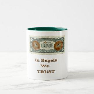 ベーゲルで私達は信頼します! ツートーンマグカップ