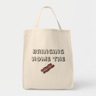 ベーコンの食料雑貨のトートバックを家に持って来ること トートバッグ