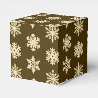 ベージュおよびチョコレート色のIkatの雪片- フェイバーボックス
