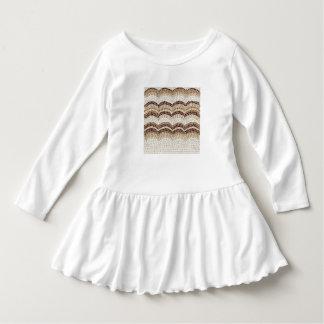 ベージュモザイク幼児のひだの服 ドレス