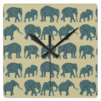 ベージュ柱時計のペイズリー象の列 スクエア壁時計