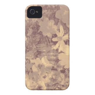 ベージュ色の花および葉のカムフラージュパターン Case-Mate iPhone 4 ケース