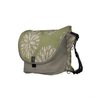 ベージュ オリーブ 珊瑚 パターン メッセンジャー バッグ