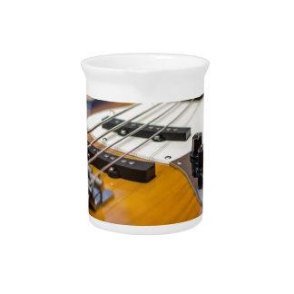 ベースギター低音Eの低音の楽器のひも ピッチャー