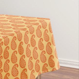 ペイズリーパターン、マンダリンおよびパステル調のオレンジ テーブルクロス