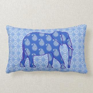 ペイズリー象-コバルトブルーおよび白 ランバークッション
