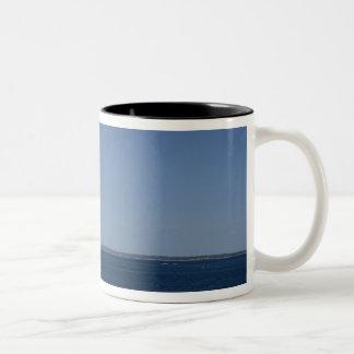 ペギーの入江、ノバスコシア、カナダの灯台 ツートーンマグカップ