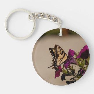 ペチュニアのアゲハチョウ キーホルダー