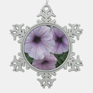 ペチュニアの紫色の白 スノーフレークピューターオーナメント