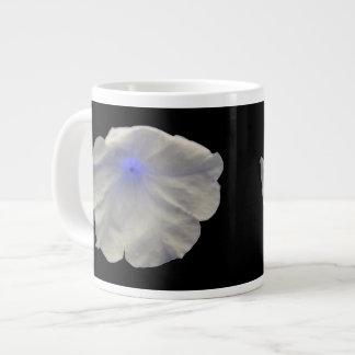 ペチュニアの青い白熱マグ ジャンボコーヒーマグカップ