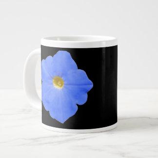 ペチュニアの青および黄色のマグ ジャンボコーヒーマグカップ