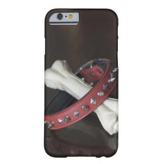 ペット用首輪および犬用の骨のクローズアップ BARELY THERE iPhone 6 ケース