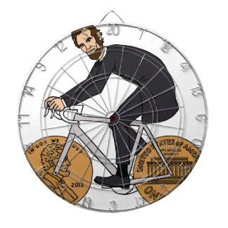 ペニーの車輪のボトルが付いているバイクのエイブラハム・リンカーン ダーツボード