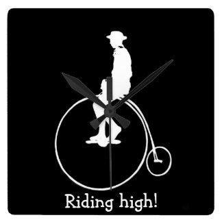 ペニーのfarthingの自転車のシルエット スクエア壁時計