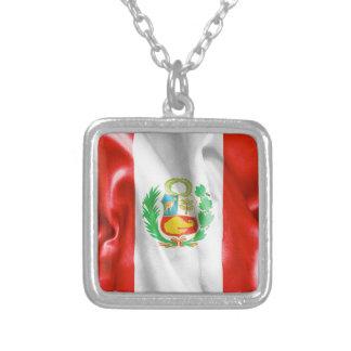 ペルーの旗のペンダントのネックレス シルバープレートネックレス