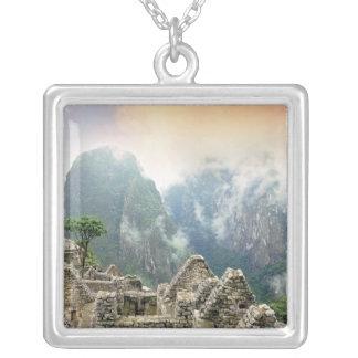 ペルー、Machu Picchuの古代無くなった都市の シルバープレートネックレス