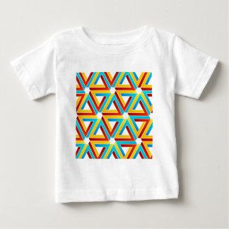 ペンのばら色の三角形が付いている背景 ベビーTシャツ