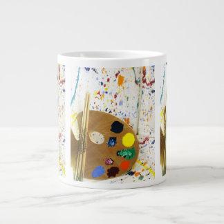 ペンキの芸術家のペンキの(ばちゃばちゃ)跳ねるそしてパレット ジャンボコーヒーマグカップ