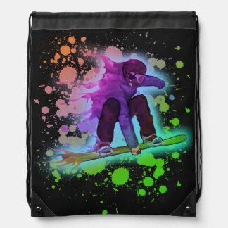 ペンキの(ばちゃばちゃ)跳ねるの虹のスノーボーダーのドローストリングバッグ ナップサック