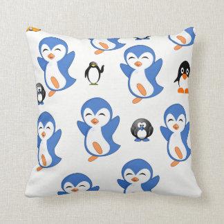 ペンギンの子供の投球の装飾的な枕 クッション