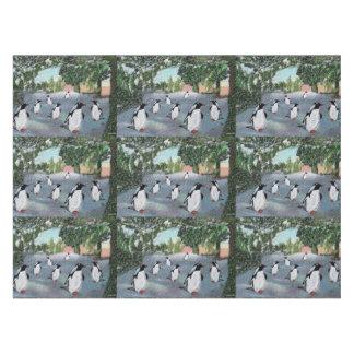 ペンギンのWinterwonderlandのテーブルクロス テーブルクロス