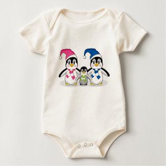ペンギン家族のベビーのクリーパー ベビーボディスーツ