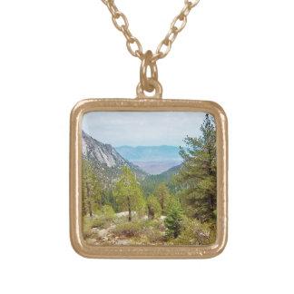 ホイットニー山の道の眺め#1: 眺め; ネックレス ゴールドプレートネックレス