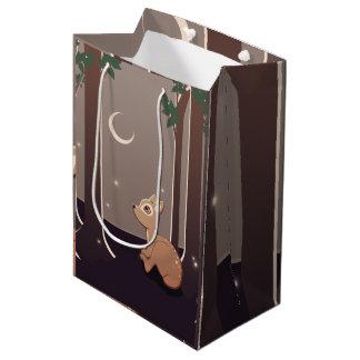 ホタルおよび月の芸術の森林子鹿 ミディアムペーパーバッグ