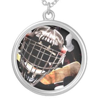 ホッケーのギアのグランジなスタイル シルバープレートネックレス