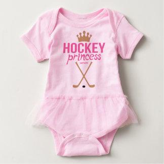 ホッケーのプリンセスの女の赤ちゃんのピンクの乳児のボディスーツ ベビーボディスーツ