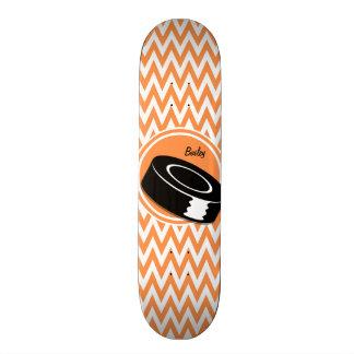 ホッケー; オレンジおよび白いシェブロン スケートボード
