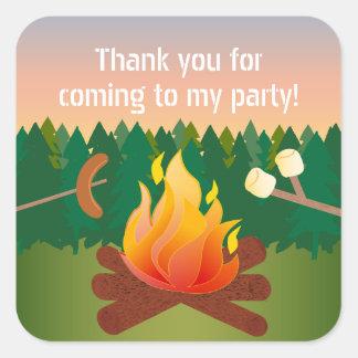 ホットドッグおよびマシュマロのキャンプファイヤーは好意感謝していしています スクエアシール