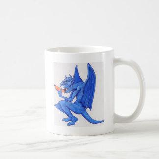 ホットドッグを食べている青いガーゴイル コーヒーマグカップ
