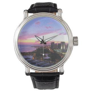 ホノルルの都市景観のハワイの日没 腕時計